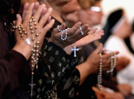 Iraqi Worshippers Pray For Pope John Paul II