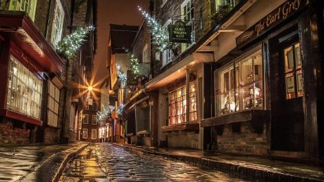 back_street_in_london_during_holidays-1570417