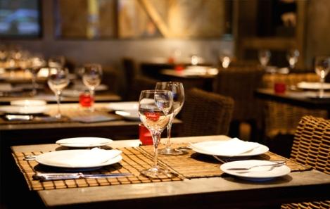 Dinner-Table-Setting