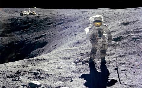 moon astronauts moonwalk 1680x1050 wallpaper_www.wallpaperto.com_64