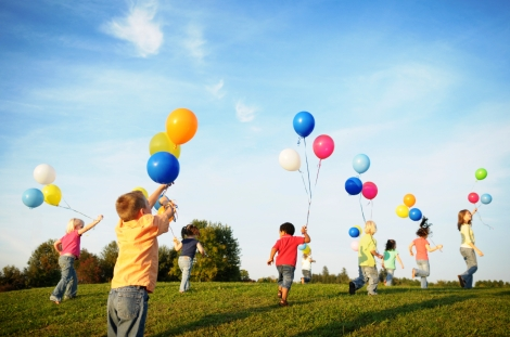 children-playing-baloons